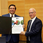 Florida Governor Ron DeSantis presented with a Friendship Award by TAU President Prof. Ariel Porat (Photography: Yehonathan Zur Duvdevani)