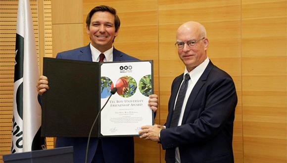 Florida Governor Ron DeSantis presented with a Friendship Award by TAU President Prof. Ariel Porat (Photography: Yehonatan Zur Duvdevani)