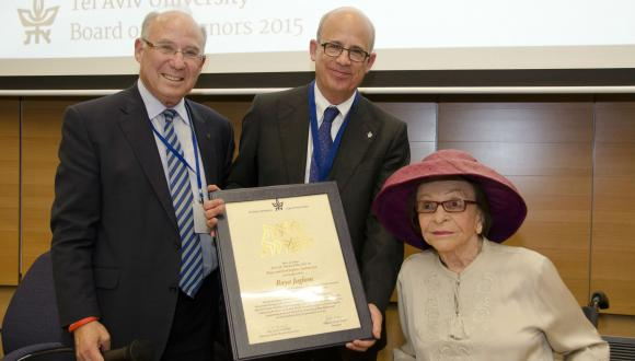Raya Jaglom receives a certificate