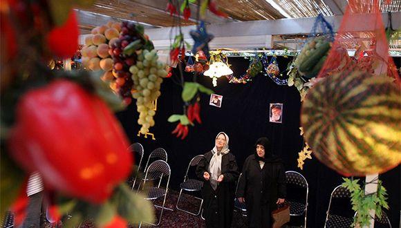 Jewish women celebrate the holiday of Sukkot in Tehran, October 2007. Photography: Hasan Sarbakhshian